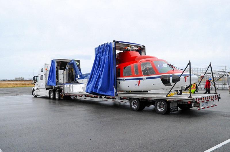 Step-deck enclosed helicopter transport trailer